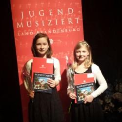 Kategorie Zupf-Ensemble: Ann Britt Kießling und Kimberly Grothe Foto: Stuckas